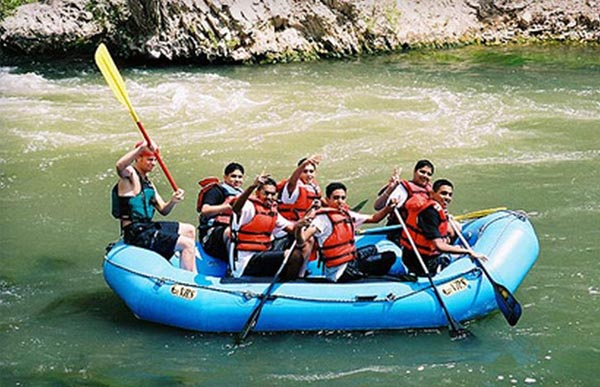 Making Your Family Rafting Outing a Safe One